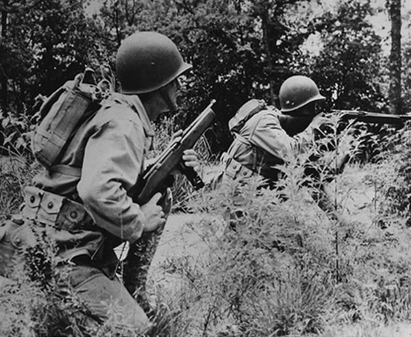 Учения Морской пехоты США с пистолетами-пулеметами Reising M55