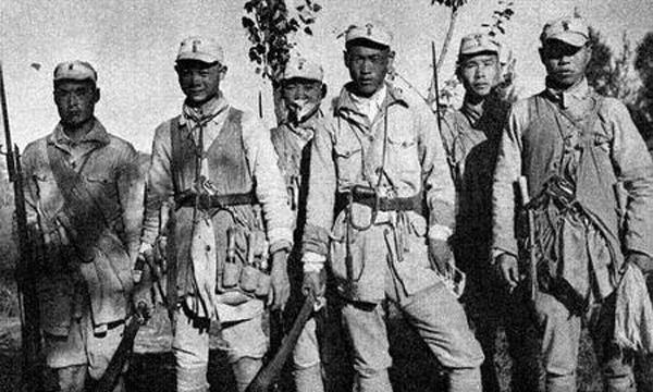 Китайские пехотинцы с мечами Дао и пистолетами Mauser C-96