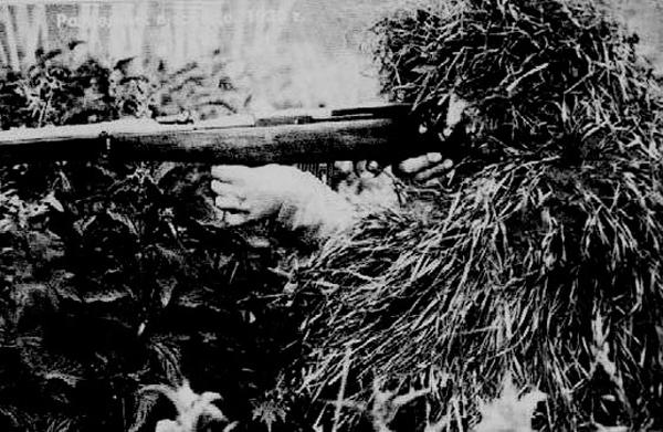Разведчик с автоматом Федорова в засаде, 1930 г.