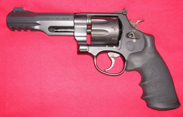 револьвер Smith & Wesson Model 327 M&P R8 под патрон .357 Magnum