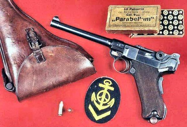 Пистолет Люгер модели 1904 года с кобурой и патронами