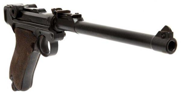 Пистолет LP.08 калибра 9 мм со стволом длиной 200 мм и секторным прицелом