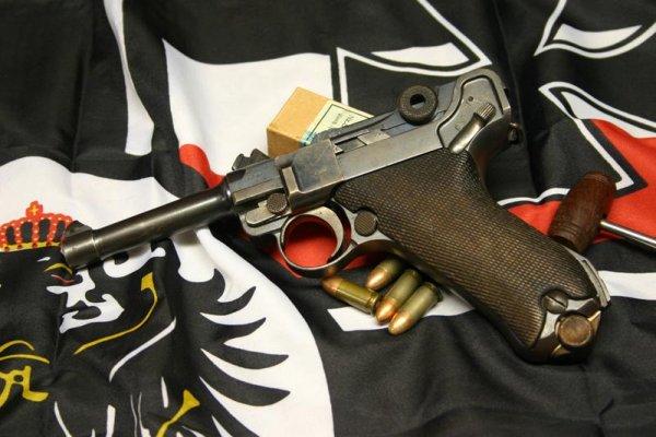 пистолет P.08 конструкции Георга Люгера с патронами 9mm Parabellum