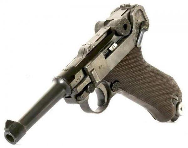 Пистолет P.08 выпущенный на заводе фирмы Маузер в 1940 году