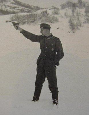 Немецкий солдат с P.08
