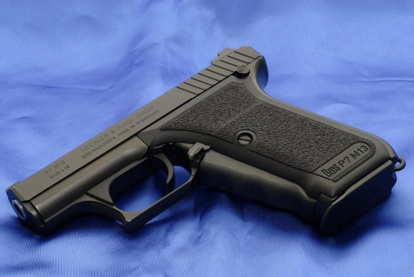 Пистолет HK P7 M13