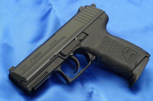 Пистолет HK P2000 калибра 9 мм