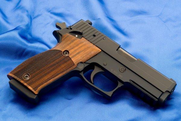 Пистолет Sig Sauer P220 SAO