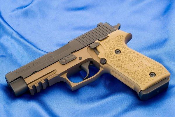 Пистолет Sig Sauer P220 Combat