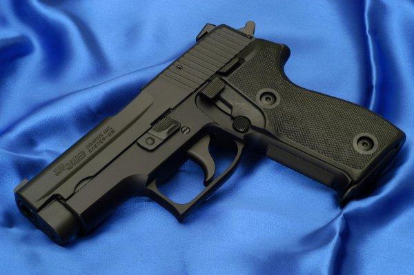 Пистолет Sig Sauer P225