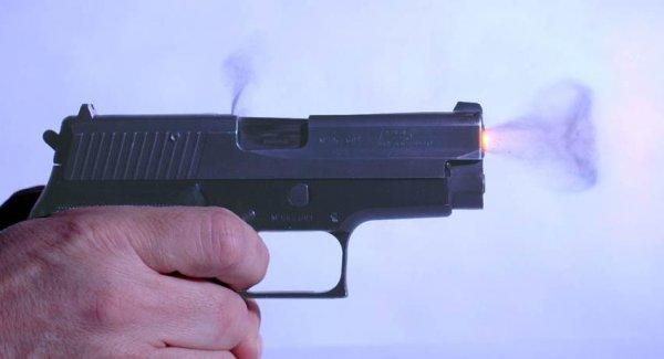 Выстрел из пистолета P225
