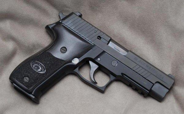 Пистолет Sig Sauer P226 Blackwater