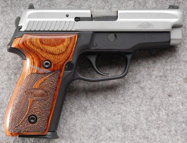 Пистолет Sig Sauer P229 SAS