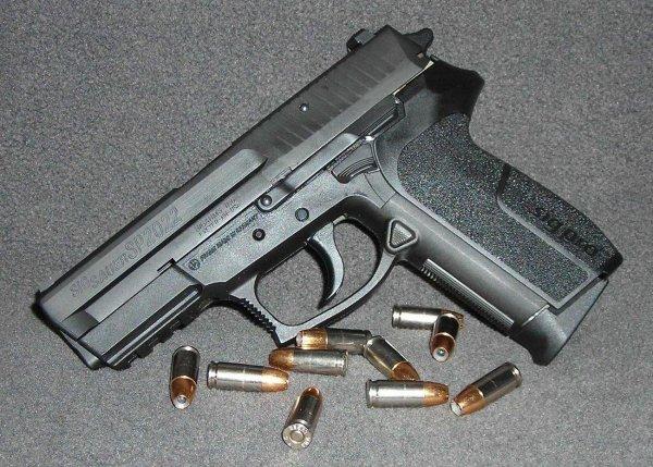 Пистолет Sig Sauer SP2022 калибра 9 мм