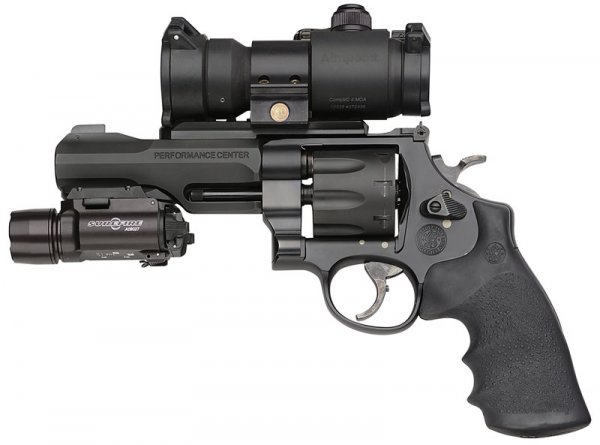 Smith & Wesson Model 327 TRR8 (აშშ)