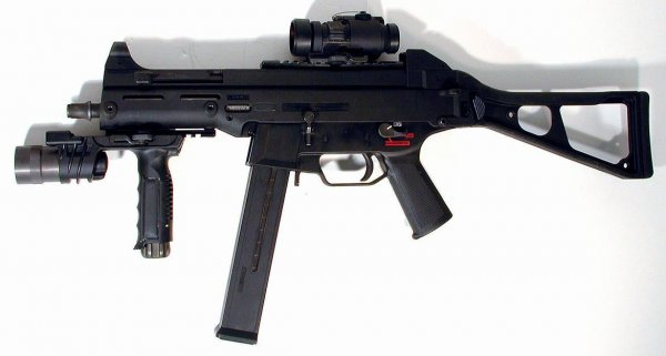 Пистолет-пулемет Heckler und Koch UMP45 калибра .45 ACP
