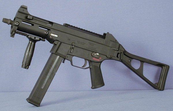 Пистолет-пулемет Heckler und Koch UMP40 под патрон .40 S&W