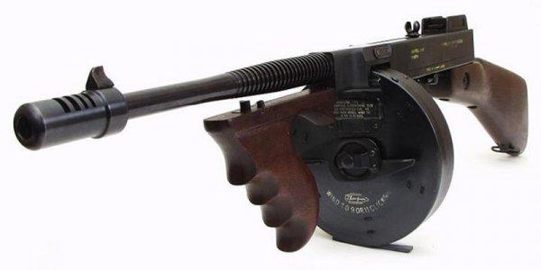 Thompson M1928 с барабанным магазином емкостью 50 патронов
