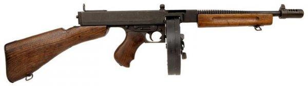 Пистолет-пулемет Thompson M1928A1 с барабанным магазином емкостью 50 патронов