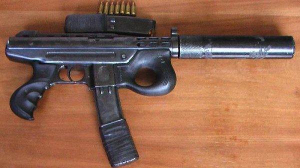 Пистолет-пулемет Agram 2000 с присоединенным глушителем