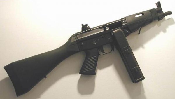 Пистолет-пулемет FAMAE S.A.F. с полимерным постоянным прикладом