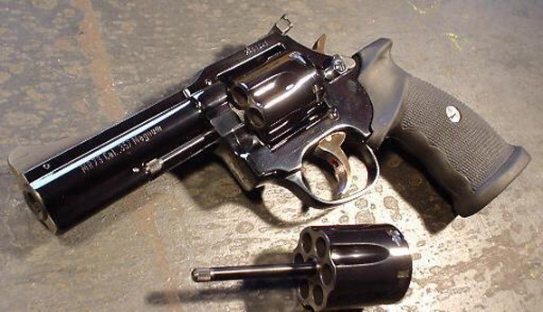 Револьвер Manurhin MR 73 калибра .357 Magnum
