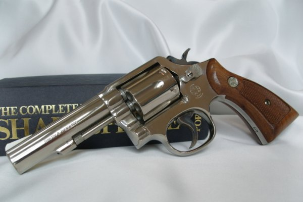 Револьвер Smith & Wesson Model 10