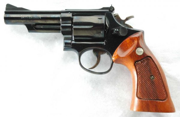 Револьвер Smith & Wesson Model 19