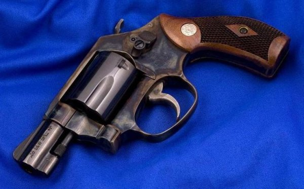 Smith & Wesson Model 36 Chief's Special cal. .38 Special