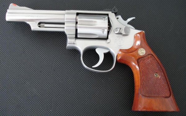 Револьвер Smith & Wesson Model 66