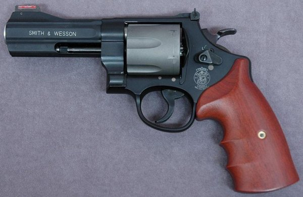 Револьвер Smith & Wesson Model 329PD
