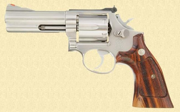 Револьвер Smith & Wesson Model 686